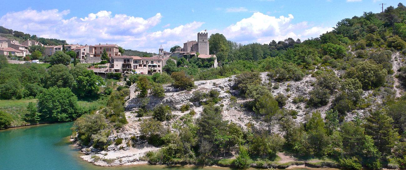 Una veduta del villaggio di Esparron du Verdon