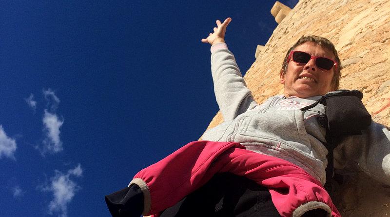 Amelia sotto la torre di Moraira