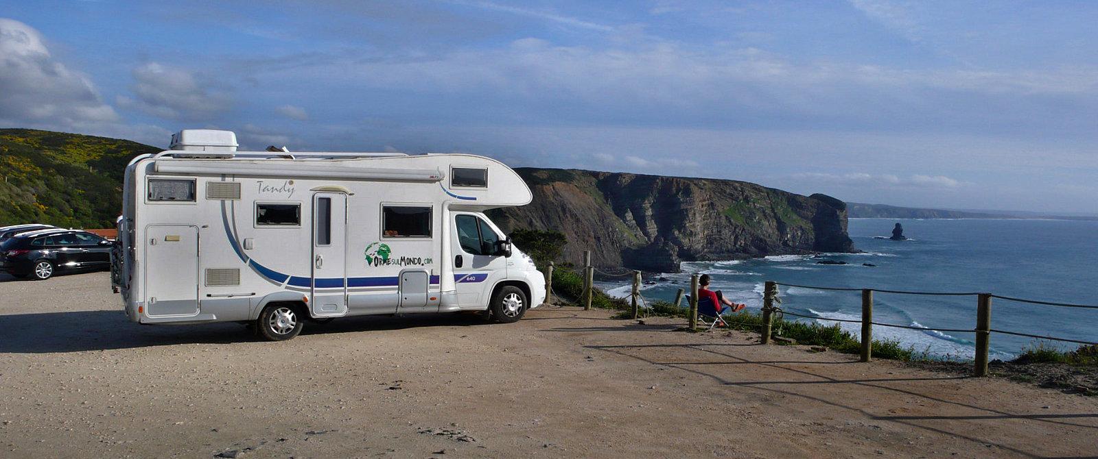 Sosta libera in camper sulla spiaggia di Arrifana in Portogallo