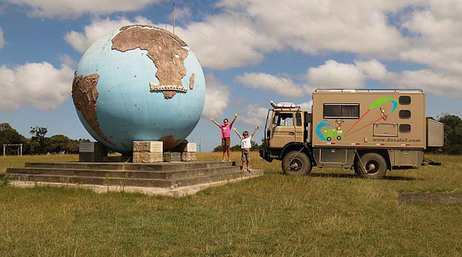 La famiglia Dacaluf in viaggio con il loro camion 4x4