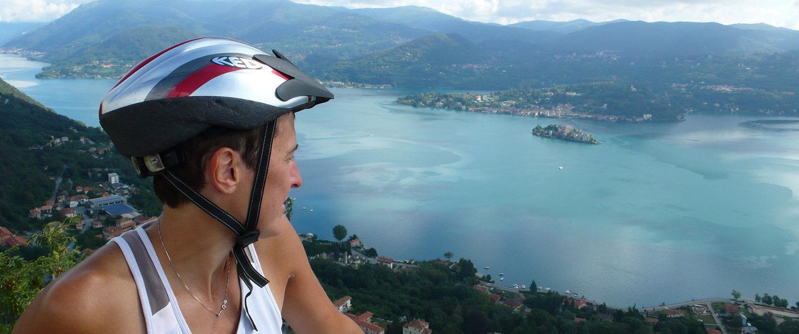Il lago d'Orta visto dall'alto della Madonna del Sasso