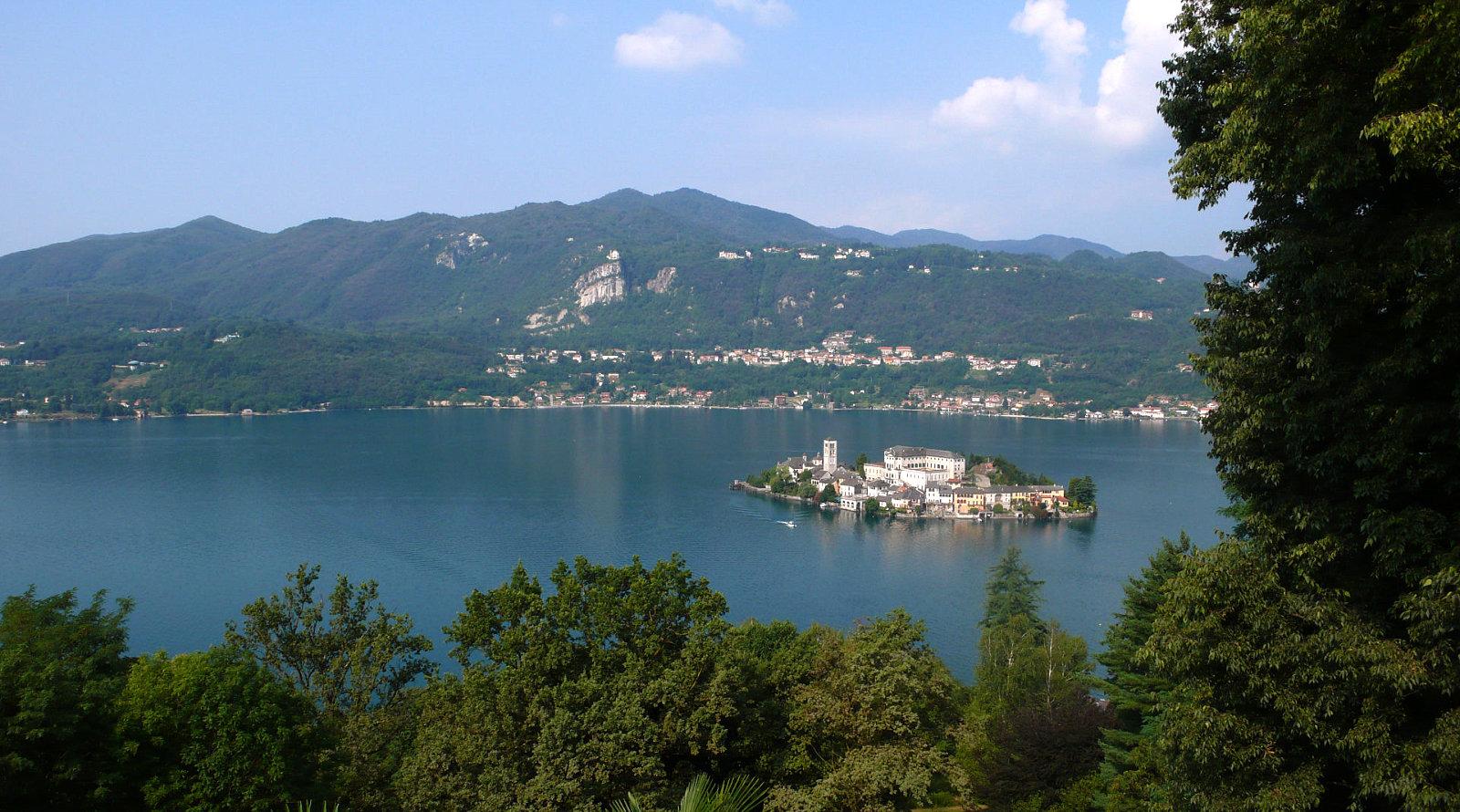 Veduta panoramica sull'isola di San Giulio. Lago d'Orta