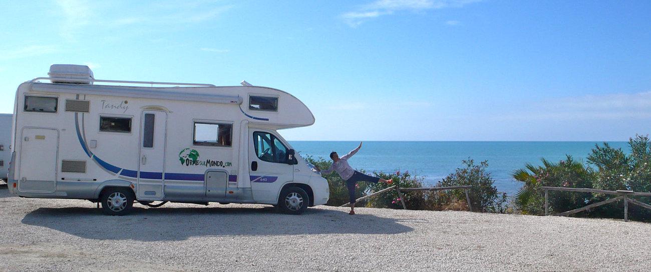 Il nostro camper in sosta sul mare nella area Punta Piccola