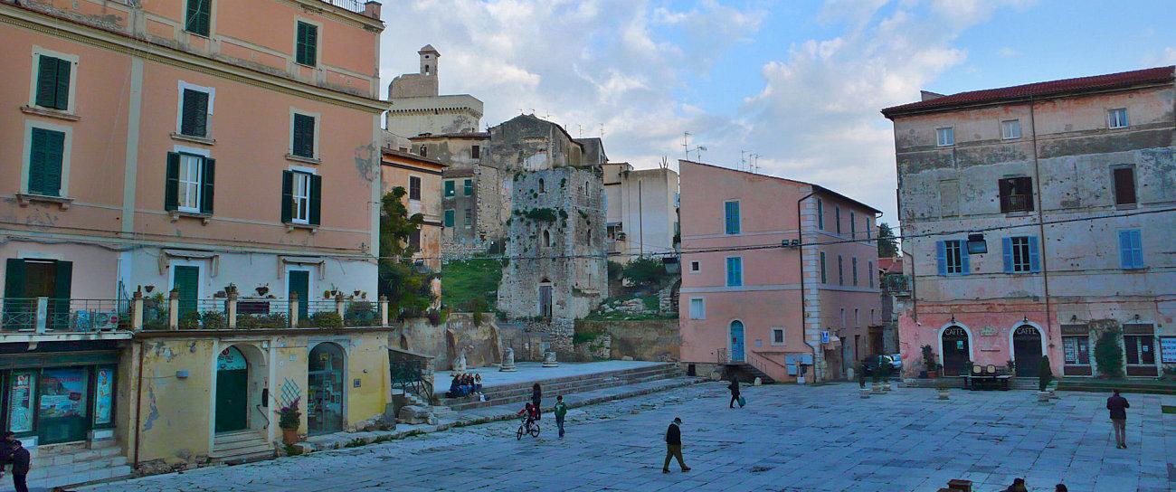 La piazza di Terracina nella città vecchia