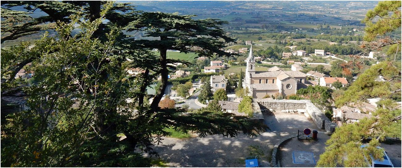 Panorama dall'alto della vecchia chiesa di Bonnieux