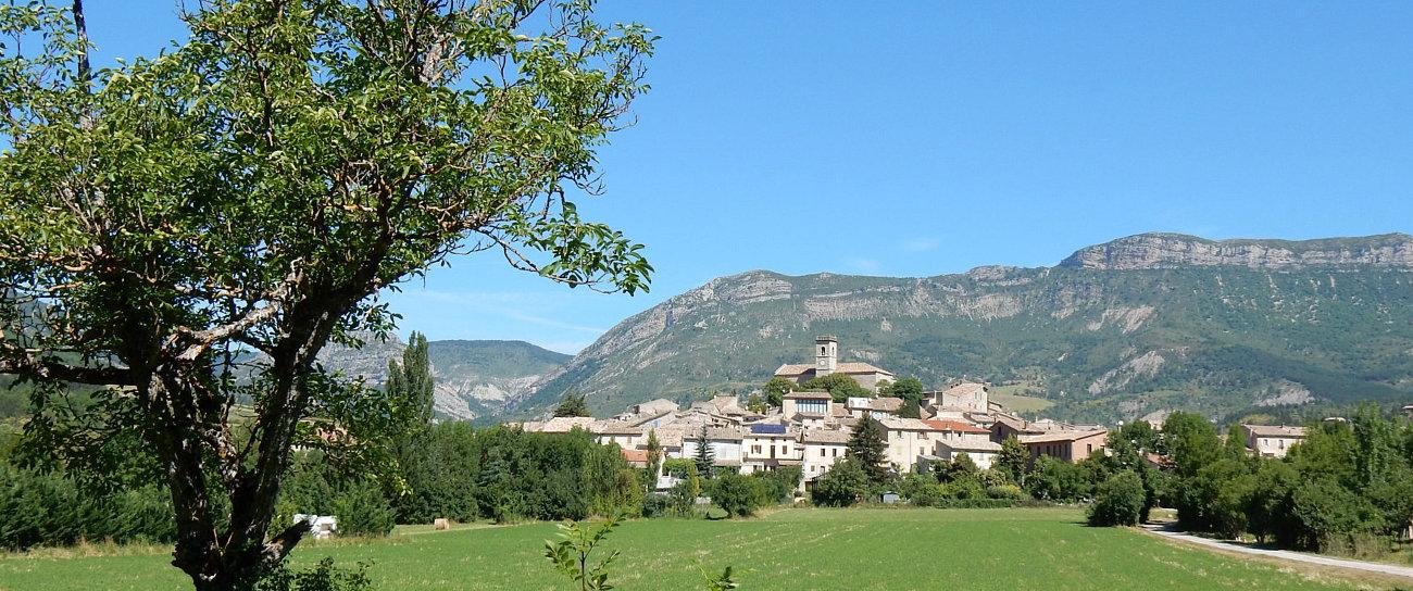Il villaggio arroccato di La Motte Chalancon