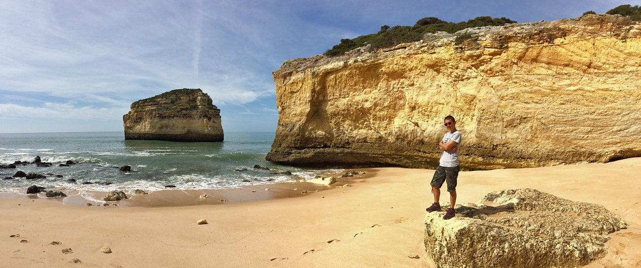 La spiaggia di Carvalho lungo il sentiero delle sette valli sospese
