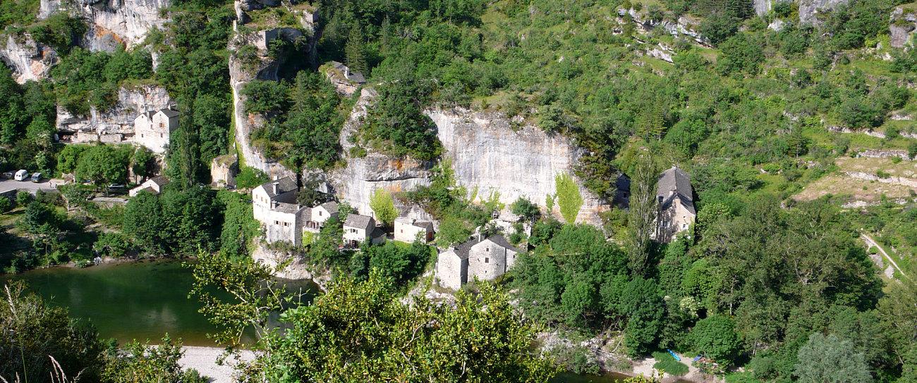 Il delizioso villaggio di Castelbouc, lungo le gole del Tarn