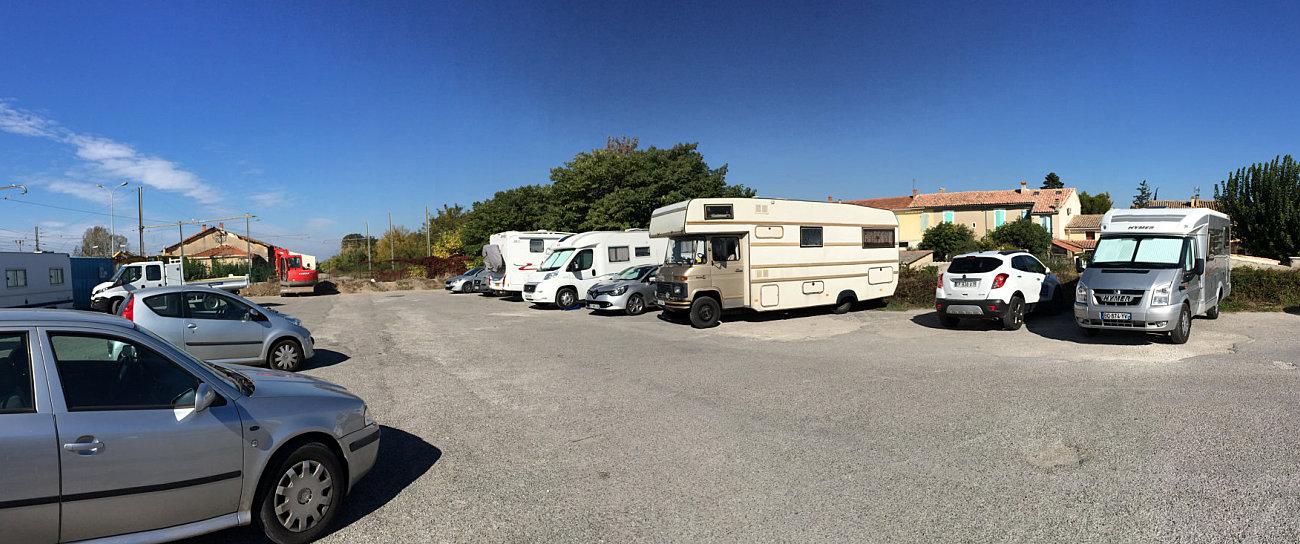 Il parcheggio autorizzato per camper presso la stazione di Isle sur Sorgue
