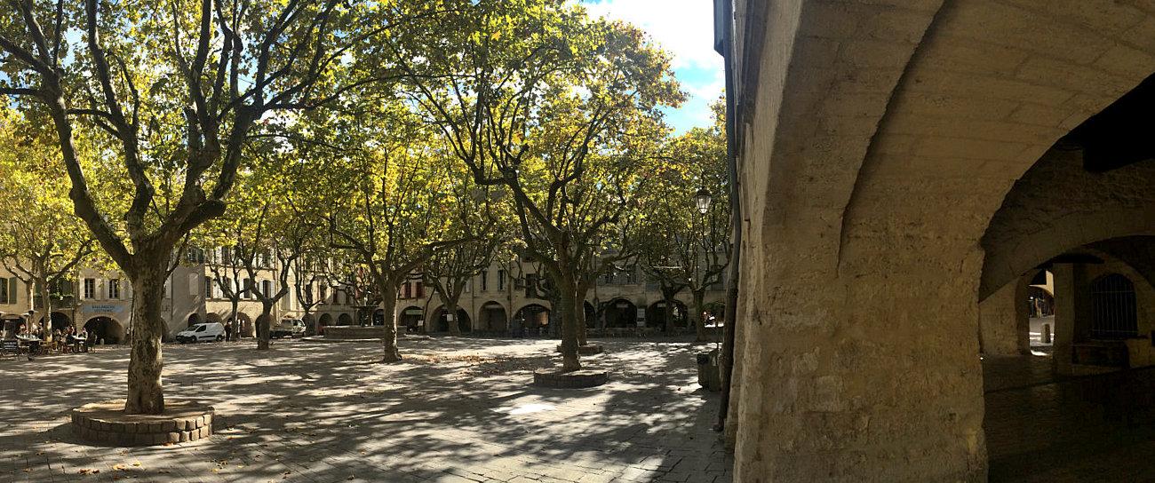 La bella Place aux Herbes a Huzès