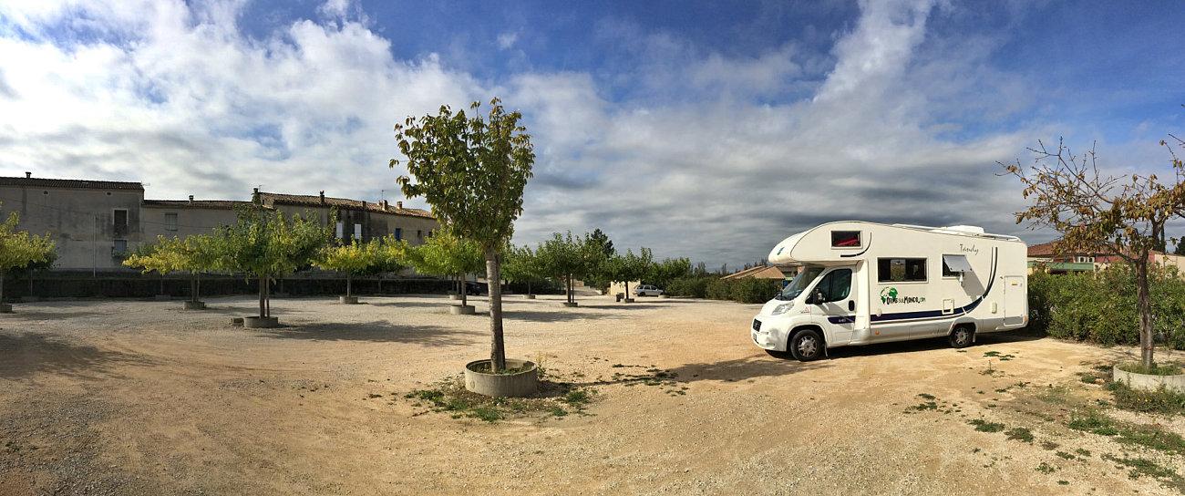 Sosta libera nel parcheggio comunale di Théziers