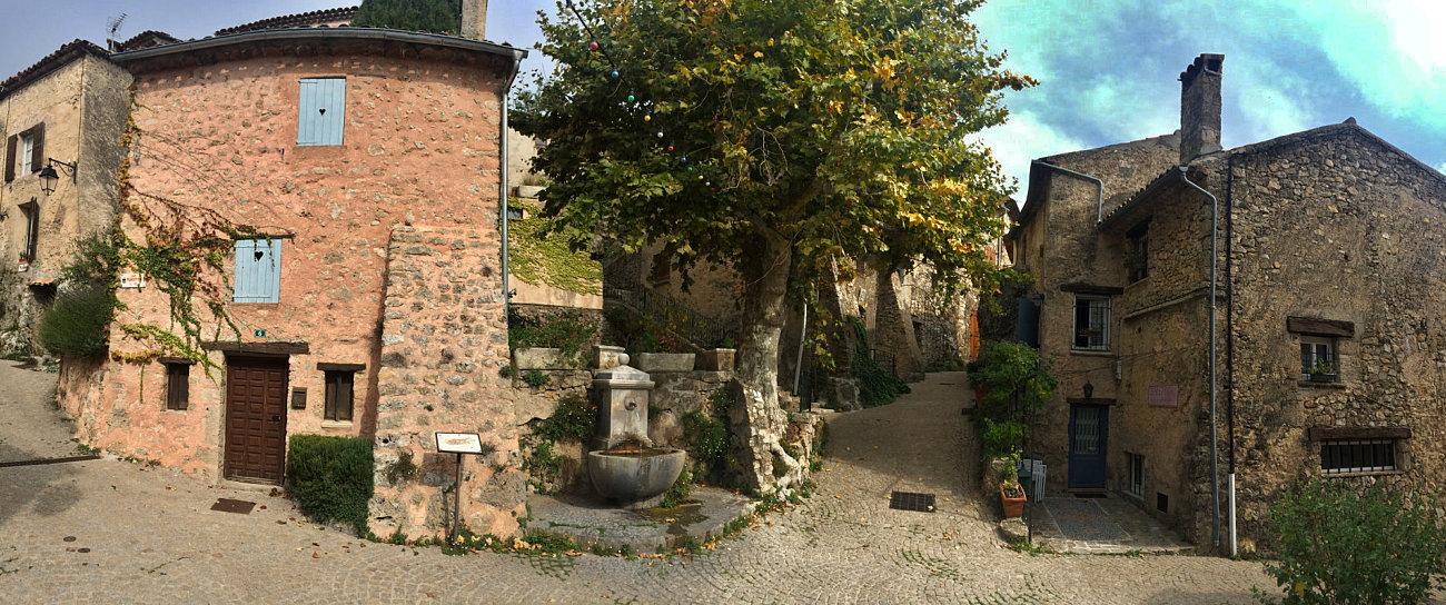 Uno scorcio panoramico nel villaggio di Tourtour