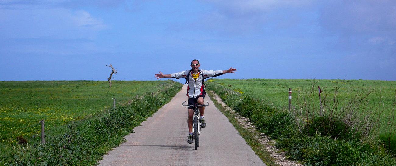 In bicicletta nei dintorni di Cabo San Vincente, lungo la Rota Vicentina