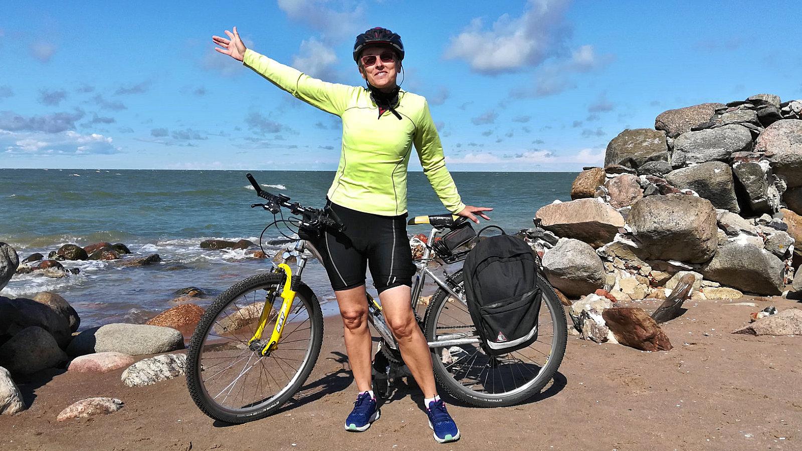 Amelie felice sulla punta del Capo Kolka
