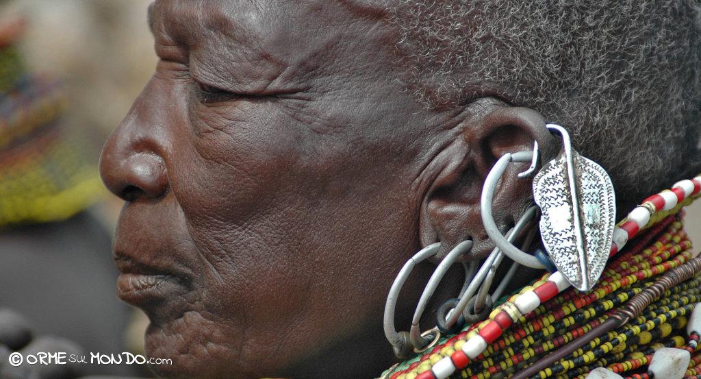 Donna Turkana, dettaglio di un orecchino