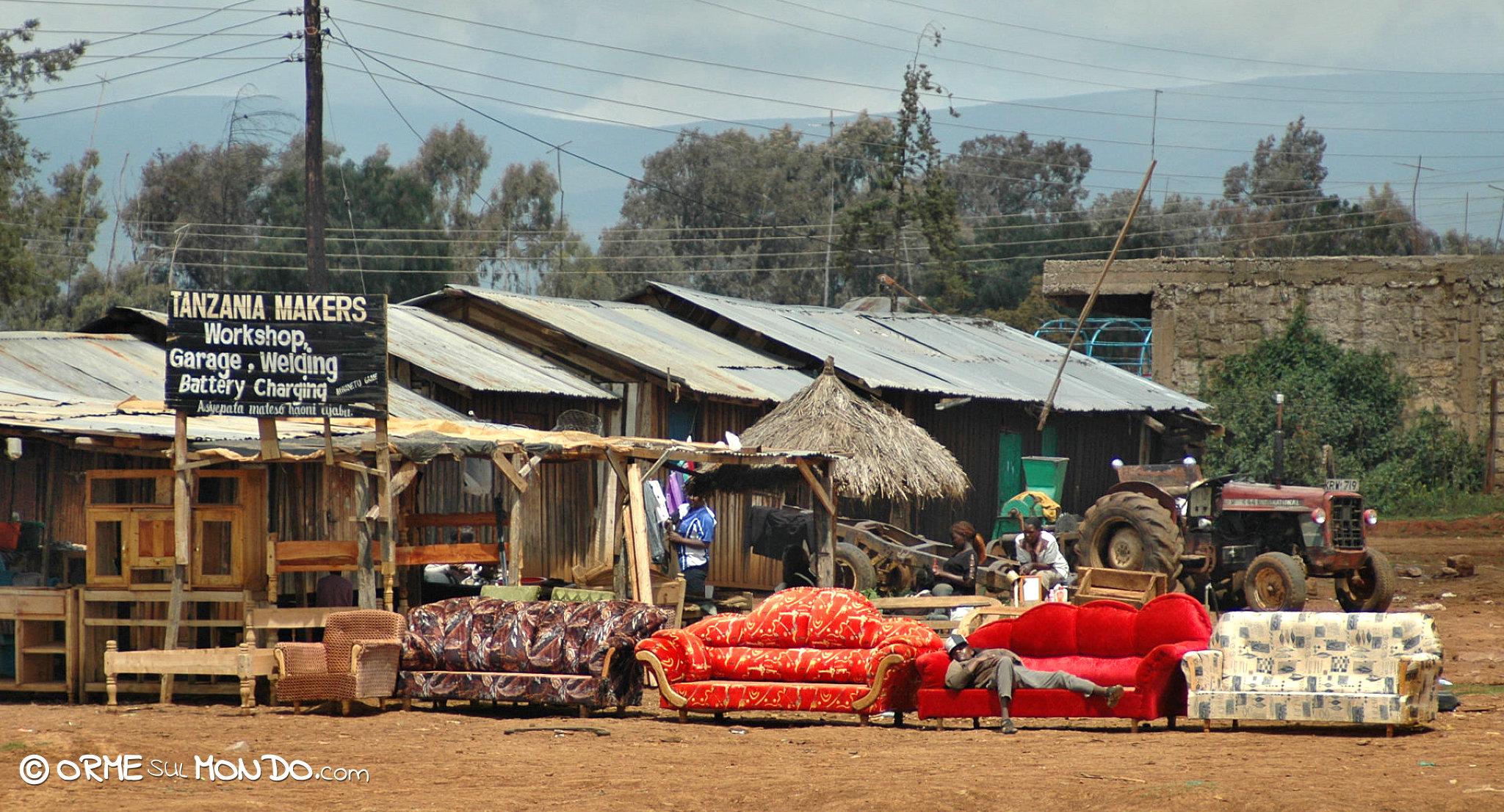 Nyeri, vendita di mobili e divani lungo la strada !