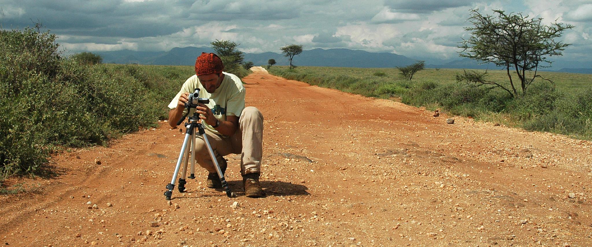 Durante le riprese del video lungo una pista