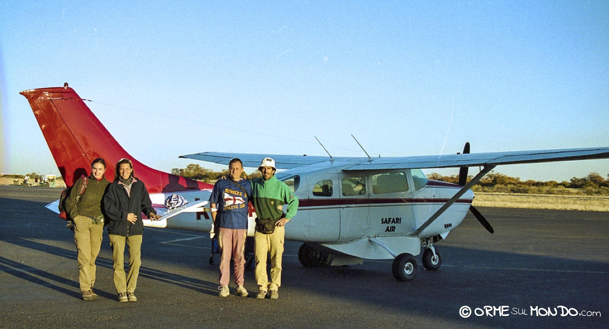 Pronti ad imbarcarci sul nostro Cessna per il volo sul Delta dell'Okavango