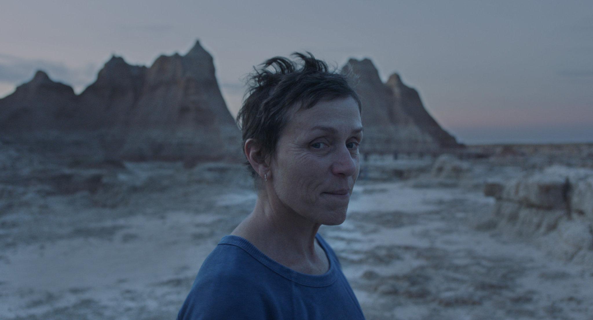 Frances McDormand in una scena di Nomadland