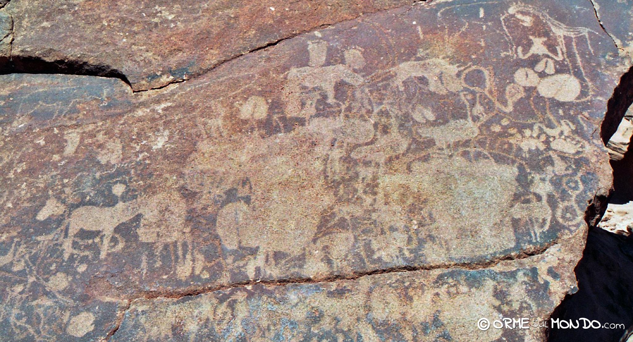 Pitture rupestri alle Tsodilo Hills raffiguranti animali e simboli sacri